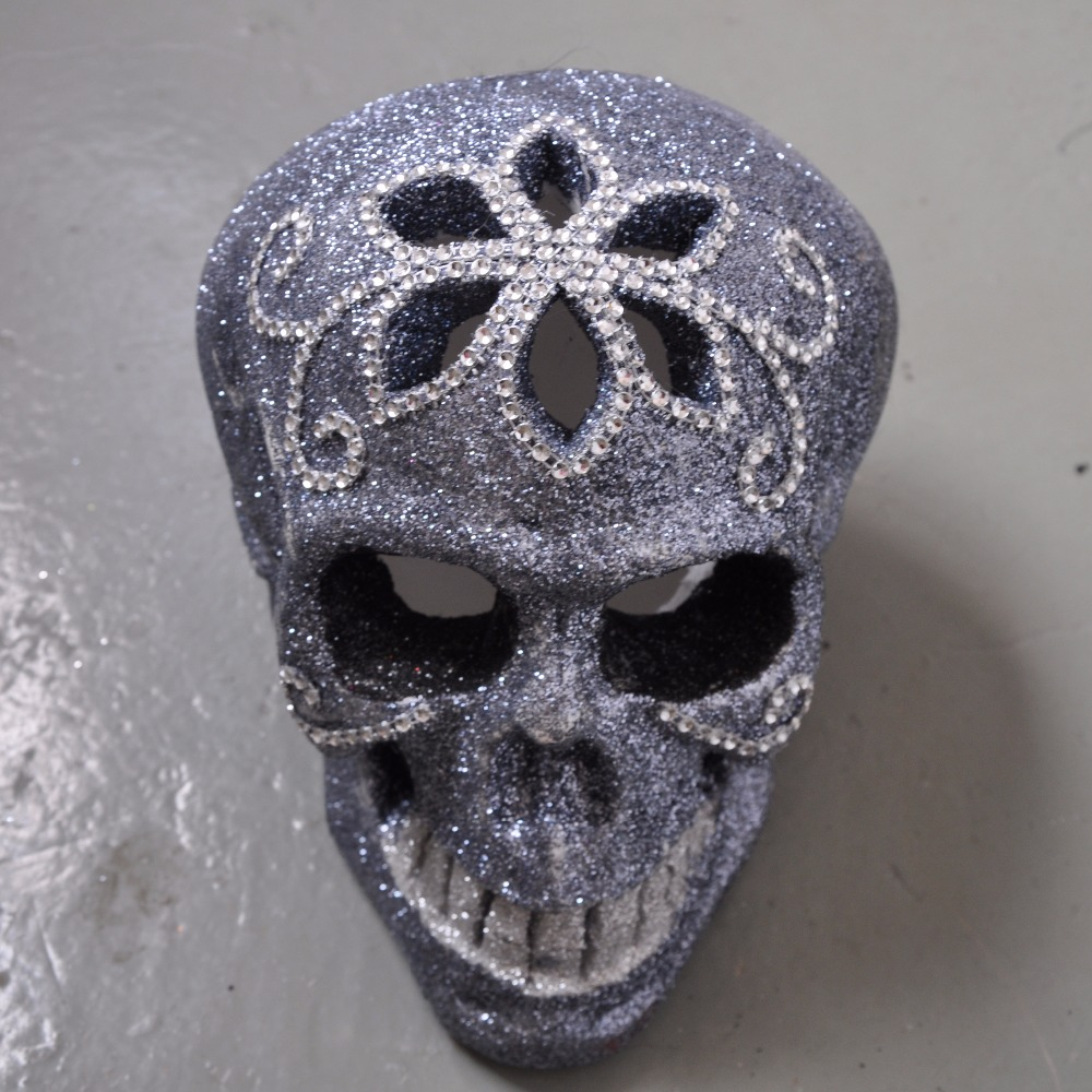 Halloween skull decorations - Aliexpress Com Buy Bling Skull Head Escape Haunted House Halloween Skull Decorations Skeletons Head Tricky Halloween Props Free Shipping From Reliable