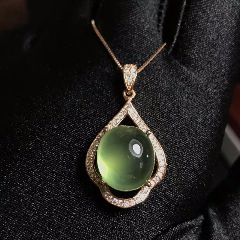 Naturale uva collana di pietra, 925 argento a caldo, pieno di gemme, crystal clear.Naturale uva collana di pietra, 925 argento a caldo, pieno di gemme, crystal clear.
