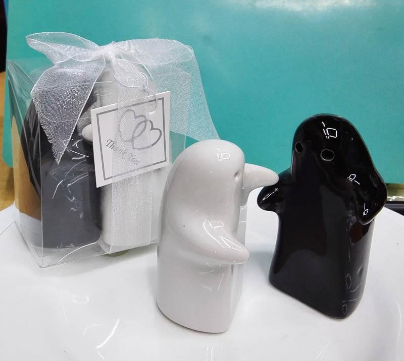200pcs(100sets)/LOT Novelty valentine day gifts ceramic hugging salt and pepper shaker wedding return gifts