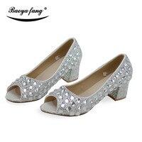 4 cm tacco largo e Nuovo arrivo di Estate Peep Toe scarpe Da Sposa vestito da sposa Partito scarpe di cristallo d'argento di spessore aquare tacco Donna scarpe