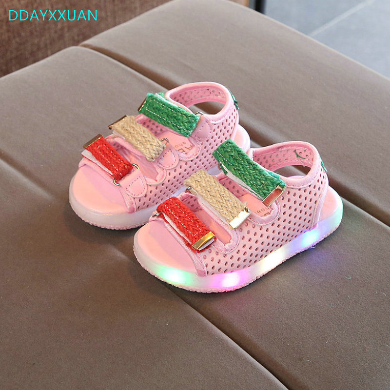 Children LED Sandals 2018 New Brand Fashion Soft Glowing Kids Sandals Shoes Boys Girls Flat Baby Led Luminous Lighting Sneakers