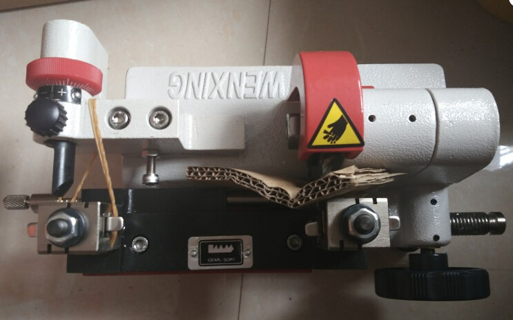 Blanc Couleur Wenxing Q27 Voiture Porte Clé Copie de Coupe machine à dupliquer Lock Pick Set Outils Fonctionnent sur 220 volts