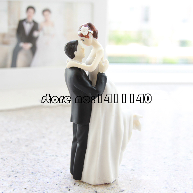 Aliexpress.com : Buy True Romance Groom Lifting Bride Figurine Resin Wedding  Cake Topper Wedding Decoration Bridal Party Supplies From Reliable Cake  Fork ...