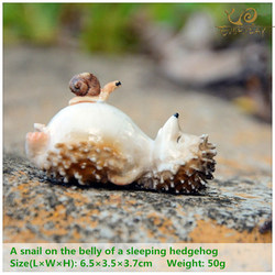 EVERYDAY COLLECTION Lovely Fairy Garden Miniatures Resin Hedgehog  Figurine for Adults Child Office Decoration Desk ornament