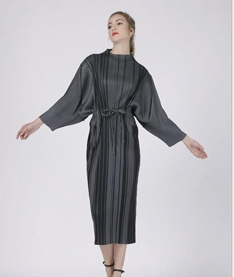 Lâche Pièce Mode Rayé Femmes Ong Robe Printemps Plissée Nouvelle De Longue Marée Gris Populaire Dame Automne P07AAW1