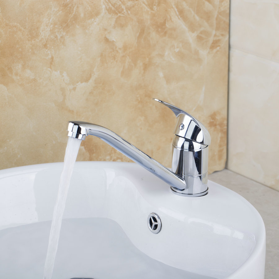 Kitchen Faucet With Solid Stream Of Water