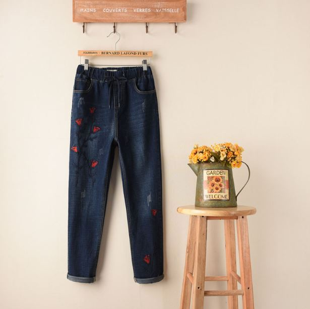 Red Flower embroidery jeans women Vintage Ripped pants Pockets straight jeans female bottom Plus size women Denim trousers Stret flower embroidery jeans female blue casual pants capris 2017 spring summer pockets straight jeans women bottom a46