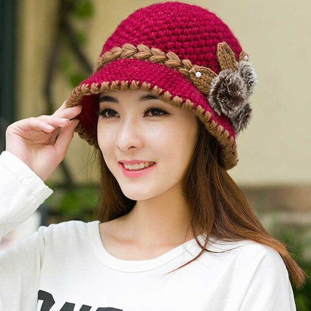 2017 nueva moda mujer señora invierno cálido Casual gorras mujer hermosa  lana ganchillo tejido flores decoradas 2bc0024116b
