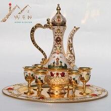 Neue Ankunft Goldenen und weißen Kaffee set Wein Set Tee-set Schloss muster metall hotel/room decor 1 satz = 1 + 1 topf + 6 tassen