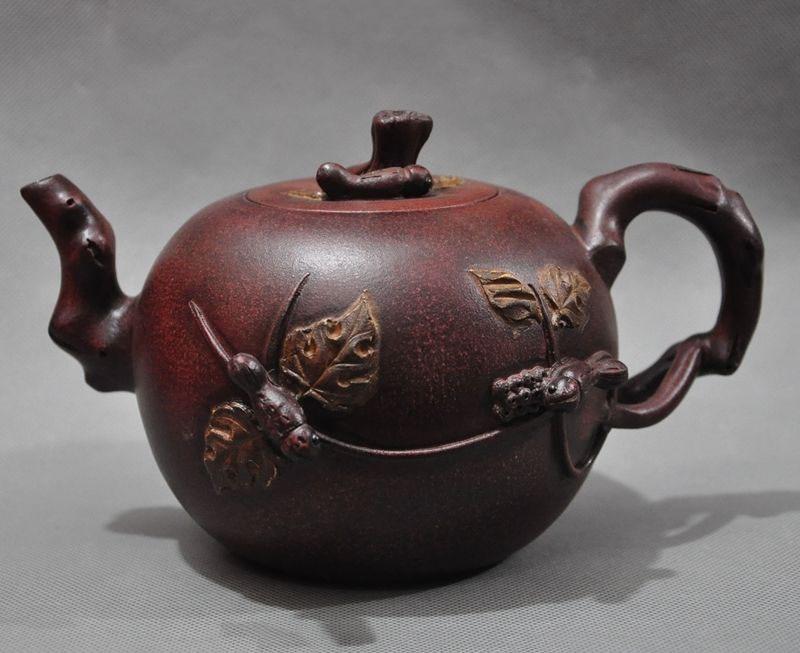 Crafts statue China Yixing zisha pottery Carved Squirrel Grape teapot tea set pot Tea makerCrafts statue China Yixing zisha pottery Carved Squirrel Grape teapot tea set pot Tea maker