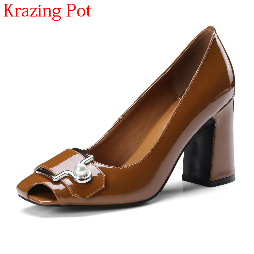 купить 2018 Peep Toe Pointed Toe Slip on Women Pumps Pearl High Heels Buckle Office Lady Elegant Shallow Summer Sweet Wedding Shoes L91 по цене 3733.1 рублей