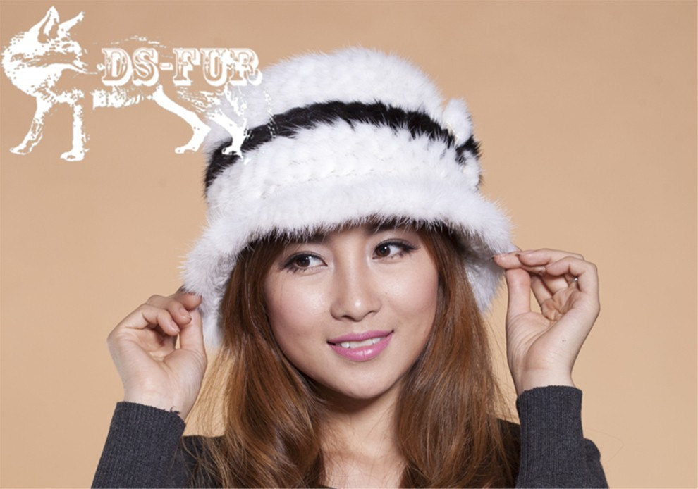 Mink knitted hats black and white stripes01
