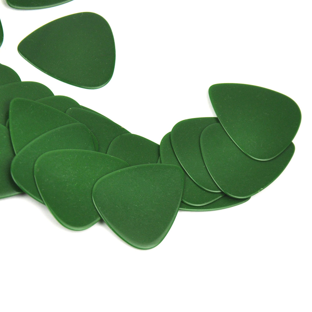 Купить с кэшбэком 100pcs/lot Solid Green 0.71mm Medium Celluloid Guitar Picks Plectrums for Acoustic Electric Guitar Bass
