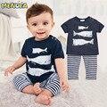 2017 Estilo Verão Roupas Infantis Conjuntos de Roupas de Bebê Crianças roupas ternos de Três pequenos peixes modelo Algodão de Manga Curta 2 pcs roupas