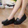 Venda quente Balanço Feminino Genuíno Sapatos de Couro Plataforma Mulher Branca Sapatos Casuais Senhora Couro Genuíno Cunhas das mulheres Mãe