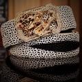 Peces perla mens de la correa de cuero genuino del zurriago de lujo 2017 nuevo estilo de diseño caliente de alta calidad de dragón delgado blanco orange rhinestone