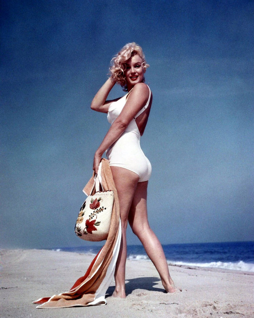 1008-MARILYN-MONROE-Bathing-Suit-On-Beac