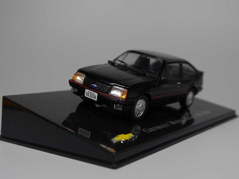 Auto Inn - ixo 1:43 Chevrolet Monza Hatch S/R 1986 Diecast model car