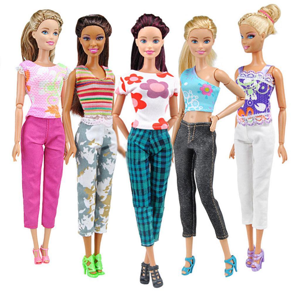 картинки барби куклы с одеждой