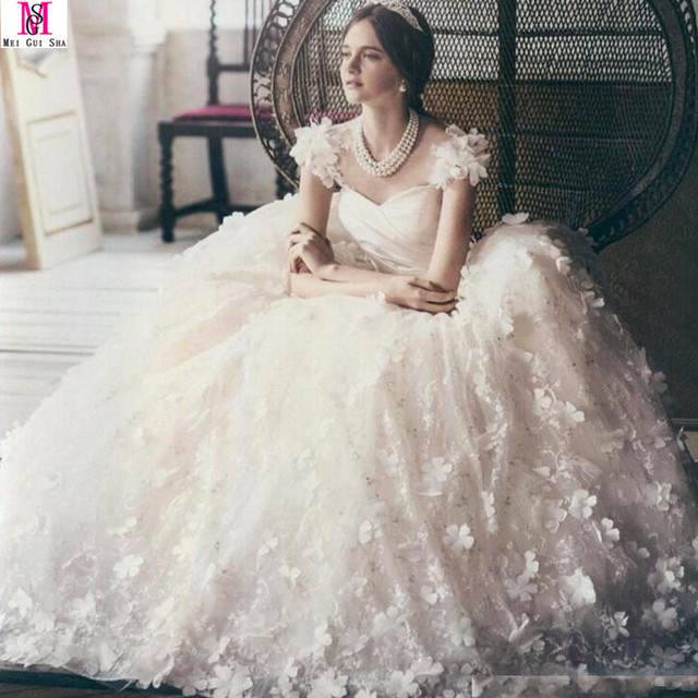2017 Princess Hand Made Flowers Ball Gown Wedding Dress Cap Sleeve Puffy Lace Pearls Butterfly Dubai
