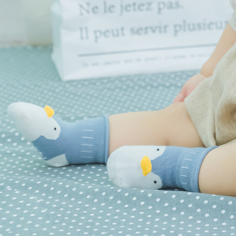 Новые хлопковые носки с героями мультфильмов для маленьких детей; нескользящие короткие носки; одежда для малышей