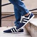 2017 Moda de Nueva Primavera/Otoño con Cordones Coreano Azul + Negro Planos de Los Hombres Zapatos Ocasionales Respirables