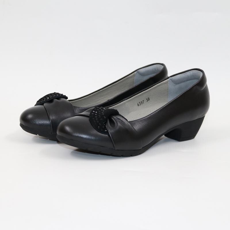 Cuir confortablement habillé femmes chaussures fleur femme chaussures en cuir véritable noir moyen talon chaussures