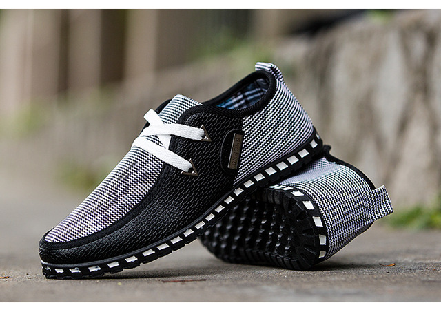 The new men's casual shoes in 2018 are lightweight, breathable and flat bottomed. Free shipping