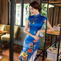 Haute Qualité Bleu Longues Cheongsams avec Broderie Fleurs À Manches Courtes Haute Évent Robe Pour Performance et Réception