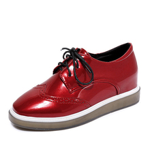 New Classic Women Brogue Shoes Spring Leiruse Woman Patent Leather Flats Red Black Lace-up Platform Shoes Mujer Femme Flat shoe