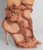 Venta caliente color sólido multicolor cáñamo correa crisscross sandalias de tacón de aguja moda botines con cordones nudo sandalias adornadas