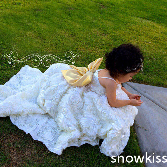 Custom white/ivory holy communion flower girl dresses cheap toddler ruffled ball gowns for wedding formal baby occasion frocks