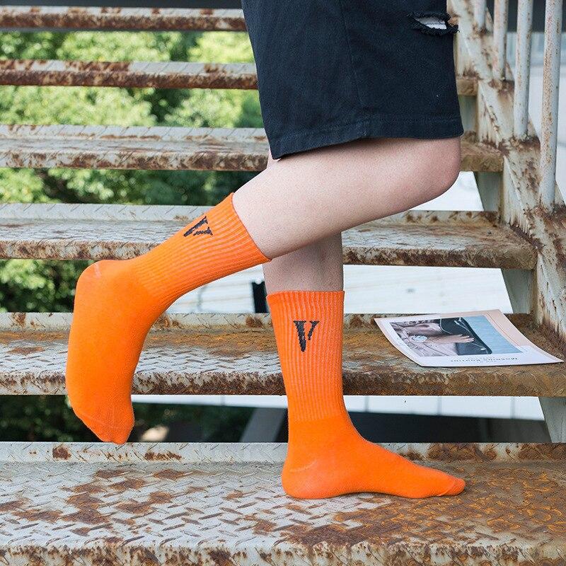 2019 Tide V Letter Cotton Socks Harajuku Europe America Hip hop Deodorant Sweat-absorbent Breathable Couple Street Cool Socks