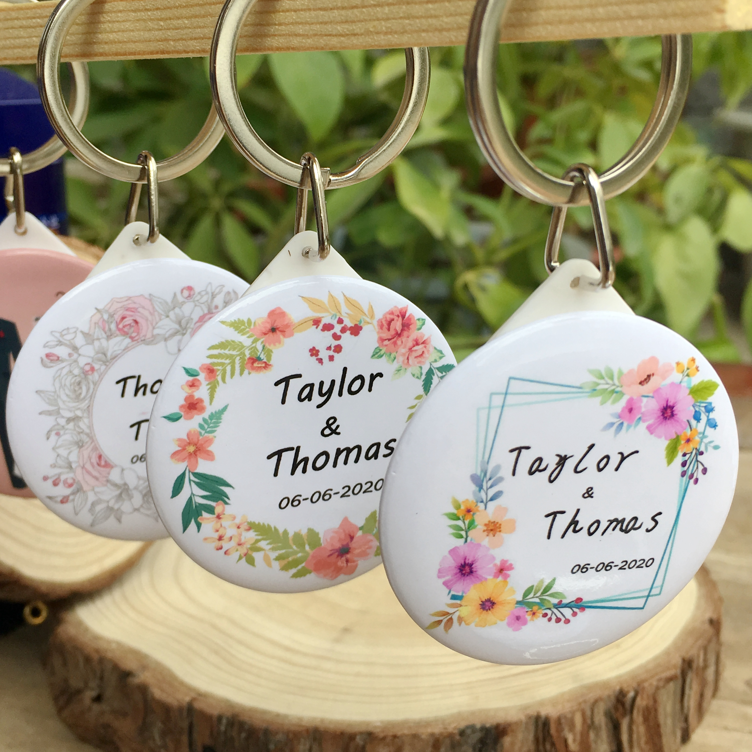 50pcs Personalized name date Keychain with Mirror Custom Wedding Favors And Gifts Wedding Gifts For Guests