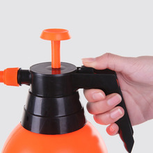2018 HOT 2L Watering Sprayer Bottle Gardening Atomizer Tool Big Capacity Safe And Durable Material Water Cans Adjustable Nozzl