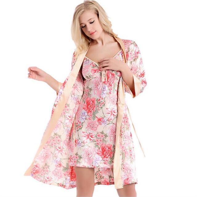 Mujeres conjunto camisón bata de seda 2016 seda Sexy bata Set satén de seda pijamas la mitad de manga Floral Kimono Robe y conjunto camisón
