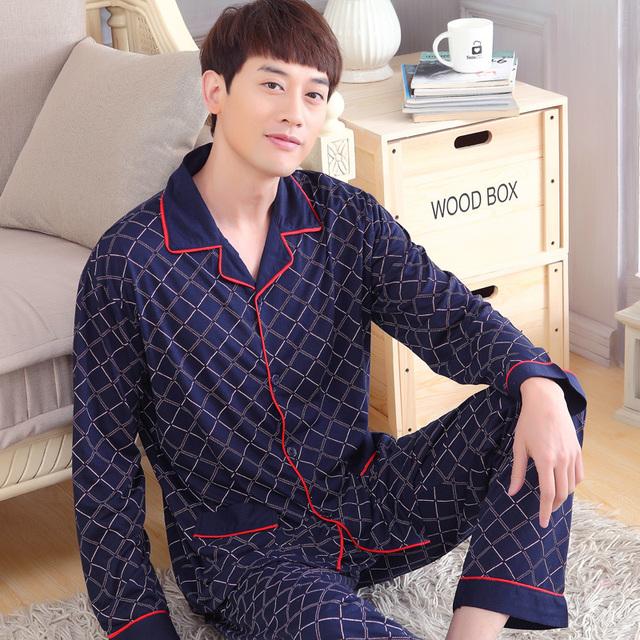 Primavera Inverno Dos Homens de Manga Comprida Xadrez Pijamas Set Treino Algodão Lapelas Vermelho Listra Azul Roupa Cardigan Camisola Da Juventude
