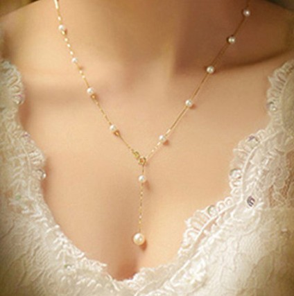 2de40555c615 Moda Simple Simulado Collares de Perlas Para Las Mujeres Elegantes de Color  Beige Cadena de Cuentas De Perlas de Cristal Al Por Mayor en Gargantilla ...