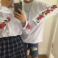 Nueva primavera otoño streetwear moda guapo personalidad tops flor de rose impreso suelta de manga larga T-shirt mujeres/hombres ropa