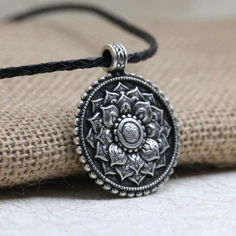 LANGHONG 1pcs Retro Tibet Spiritual Necklace Tibet Mandala pendant Necklace geometry amulet Religious jewelry
