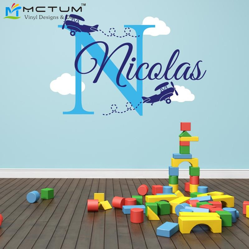 Avión Nubes Calcomanías de pared Nombre personalizado Monogram Vinyl Nursery Art Wall Stickers para Boy Kids Rooms Decoración del hogar