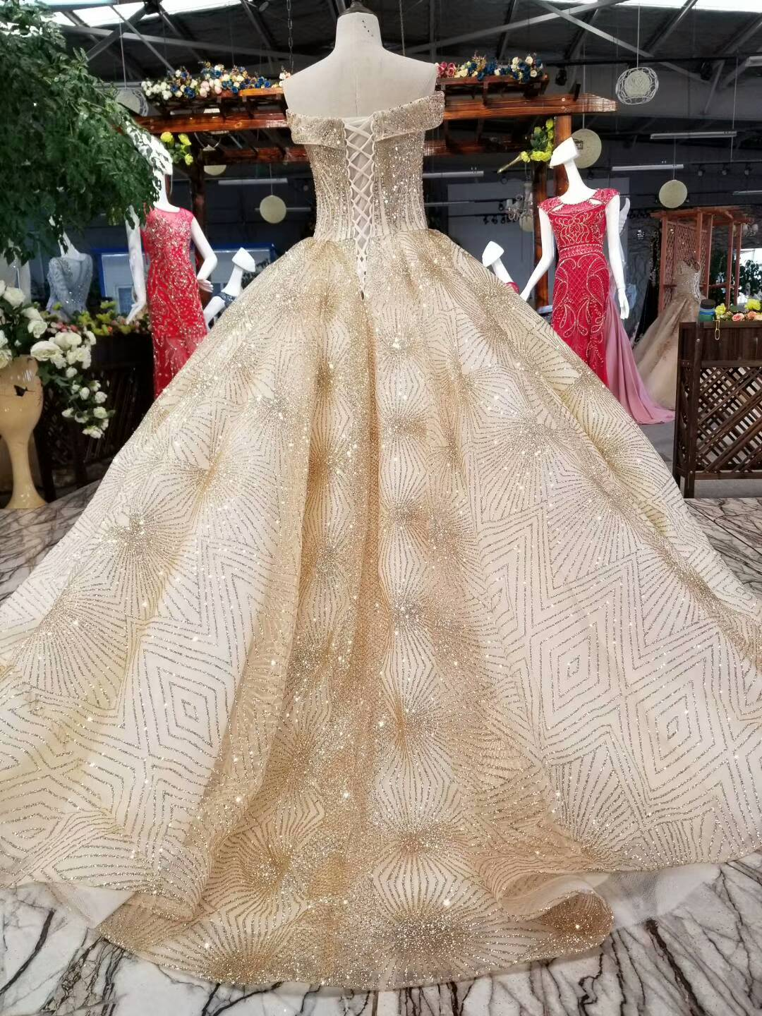 Luxury Gold Glitter Mesh Wedding Ball Gown Big Skirt 2018 Off The Shoulder  Bling Photography Wedding Dresses Lace Up Back-in Wedding Dresses from  Weddings ... 8262b4fb3df5