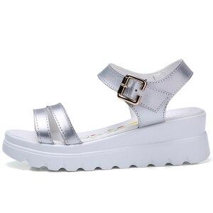 Image 4 - Echt Leer Vrouwen Platform Strand sandalen schoenen dames Flats Sneakers Sliver Wit Flip Flop schoen zomer Mid Hak schoeisel