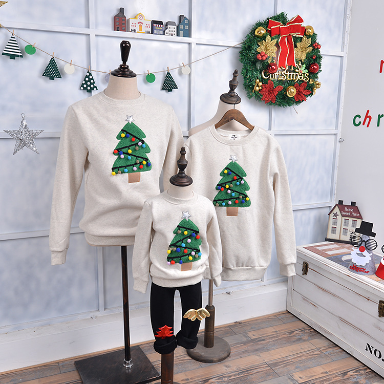 Family Matching Clothes 2017 New Autumn and Winter Hoodies Christmas Tree Pullovers Mother Daughter Father Son Tees Sweatshirts babar and father christmas