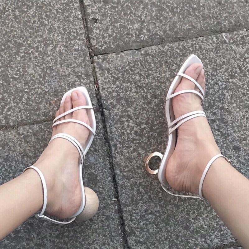Hauts Valentine Gladiateur En Pompe Blanc Dames Sandalias D'été Talons Sandales Nouveau 2019 Chaussures Cuir Sangle Étrange Cheville Femmes Mujer zTgxgqnU