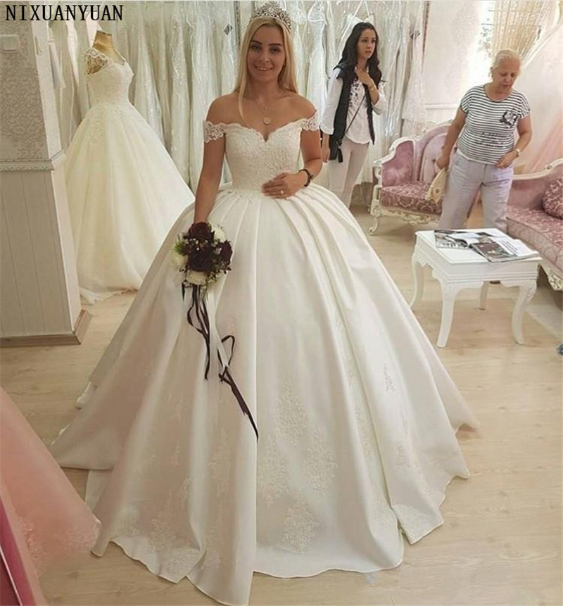 Plus Size Ball Gown Wedding Dresses Sweetheart Off Shoulder Appliques Satin Backless Wedding Gowns Bridal Dresses Chapel Train