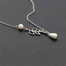Special Leave Simulated Pearl Short Clavicle Chain For Women