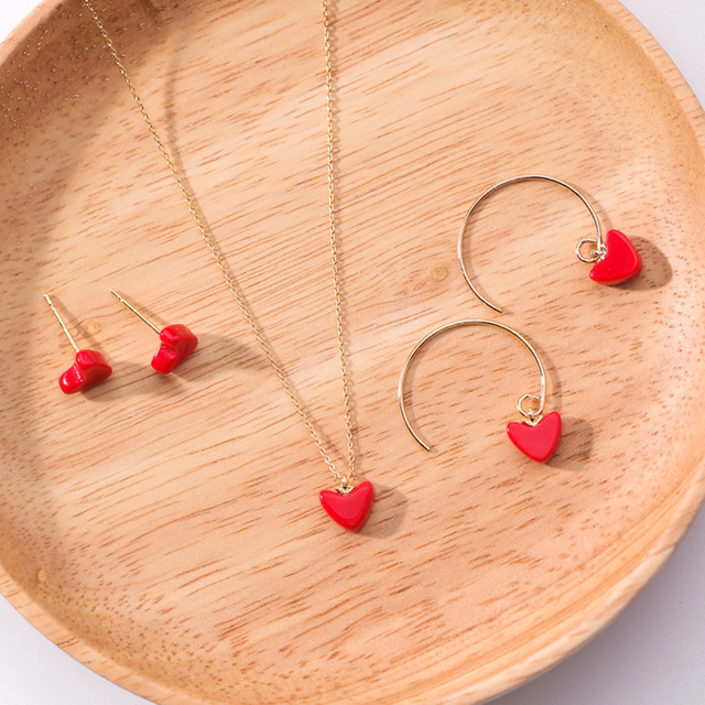 New Cute Korean Mini Red Love Heart Stud Earrings for Women Simple Ear Studs  Earing Brincos Fashion Jewelry Girls Gift MJ1287 b51e6435f99f