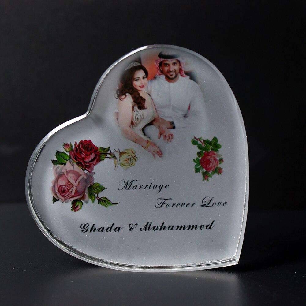 50PCS / LOT personalizované křišťálové srdce Paperweight Suvenýry svatební laskavosti pro hosty