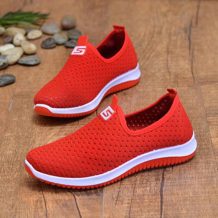 Zapatillas de deporte de malla de aire transpirables de talla grande para mujer Primavera Verano deslizamiento en plataforma de punto zapatos suaves para caminar mujer 2019